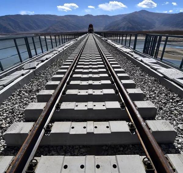 在铁路电源模块中如何实现湿度和温度平衡